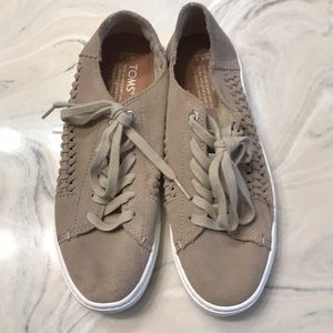Size 5.5 Wide Toms Tan Lace Up Sneakers